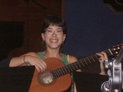 ana-con-la-guitarra.jpg